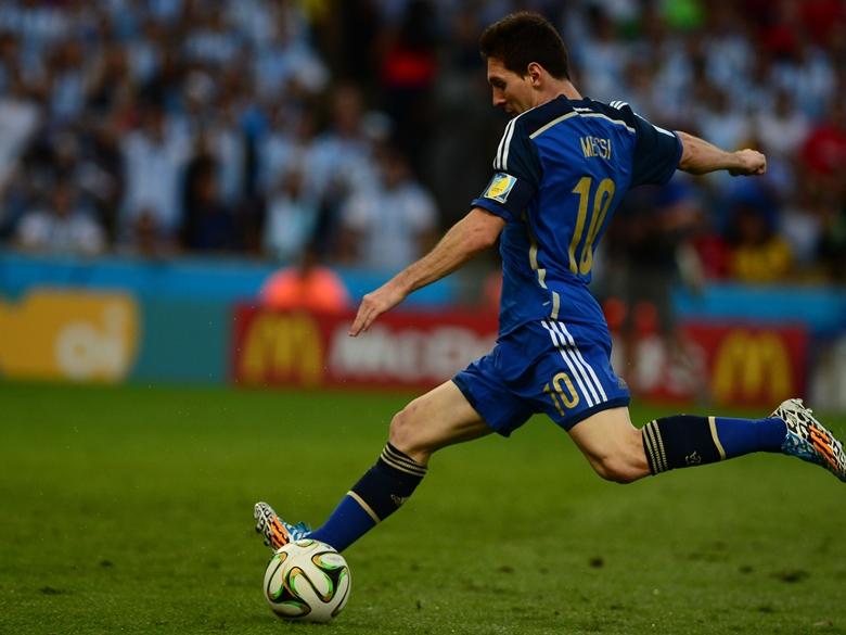 Messi akicheza kwenye fainali za kombe la FIFA 2014
